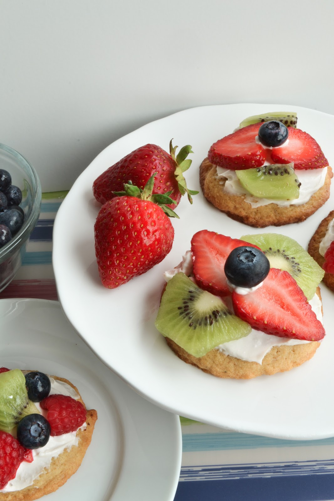 This week, I bring you….mini fruit pizza cookies! And I can already ...