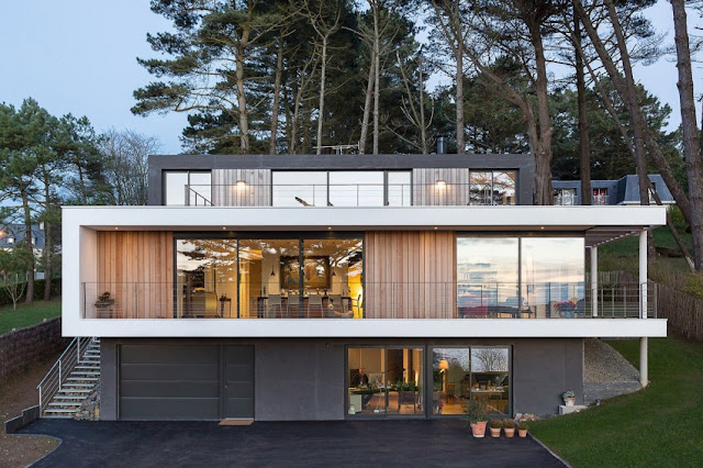 Waft House with Contemporary Interior in Crozon
