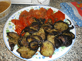 une salade orientale tomates, aubergines, poivrons rouges