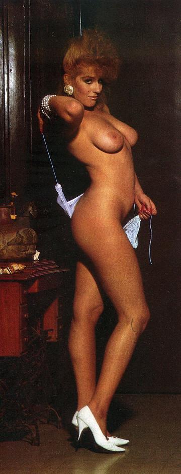 Lorena Herrera Pos Desnuda En Revista Para Caballeros