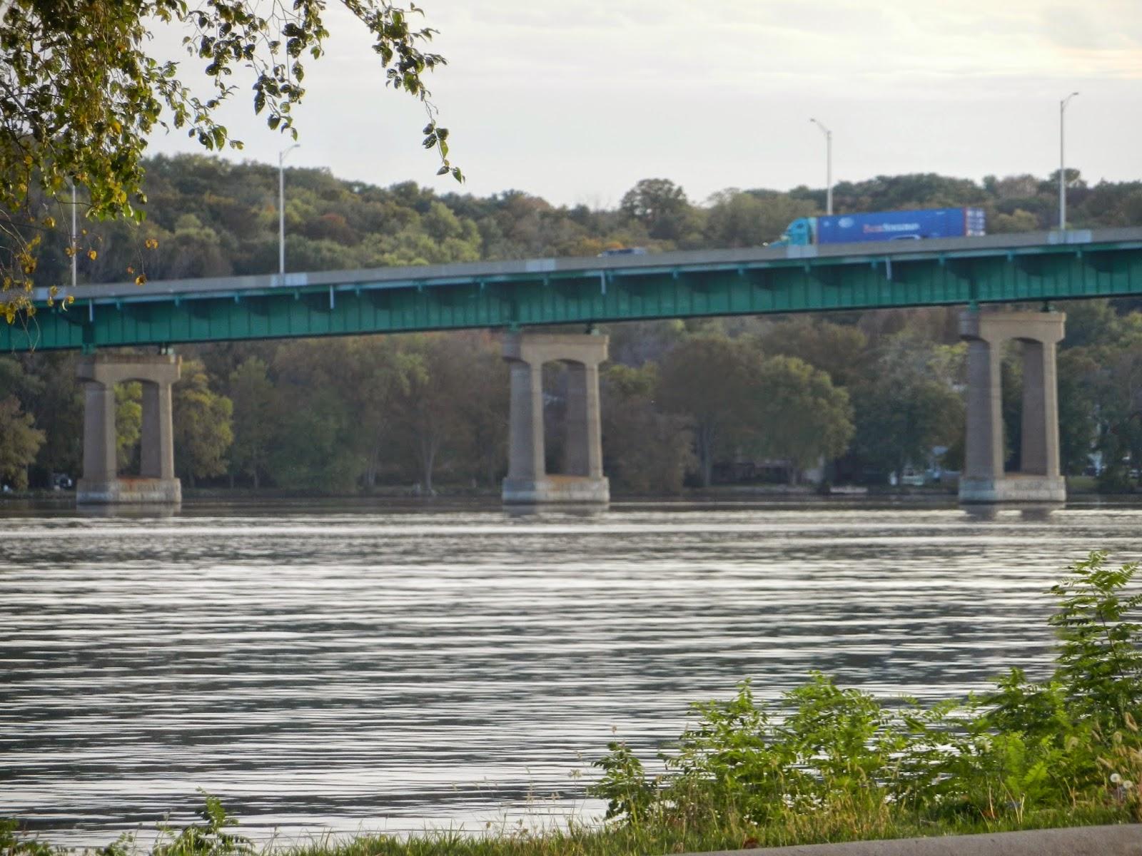 centennial bridge leclaire illinois