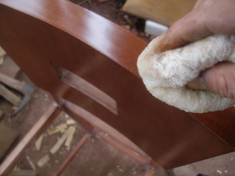 Decoraciones manualidades en madera secretos de como se for Como barnizar un mueble