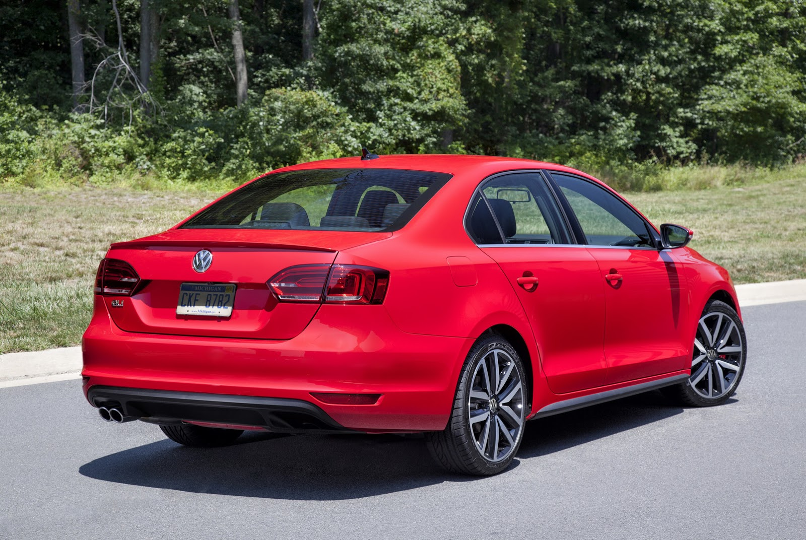 2016 vw jetta gli gets a subtle facelift retains golf gti 39 s 210hp turbo carscoops. Black Bedroom Furniture Sets. Home Design Ideas