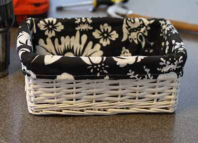 baskets for gifts: basket liners tutorial, sewing pattern
