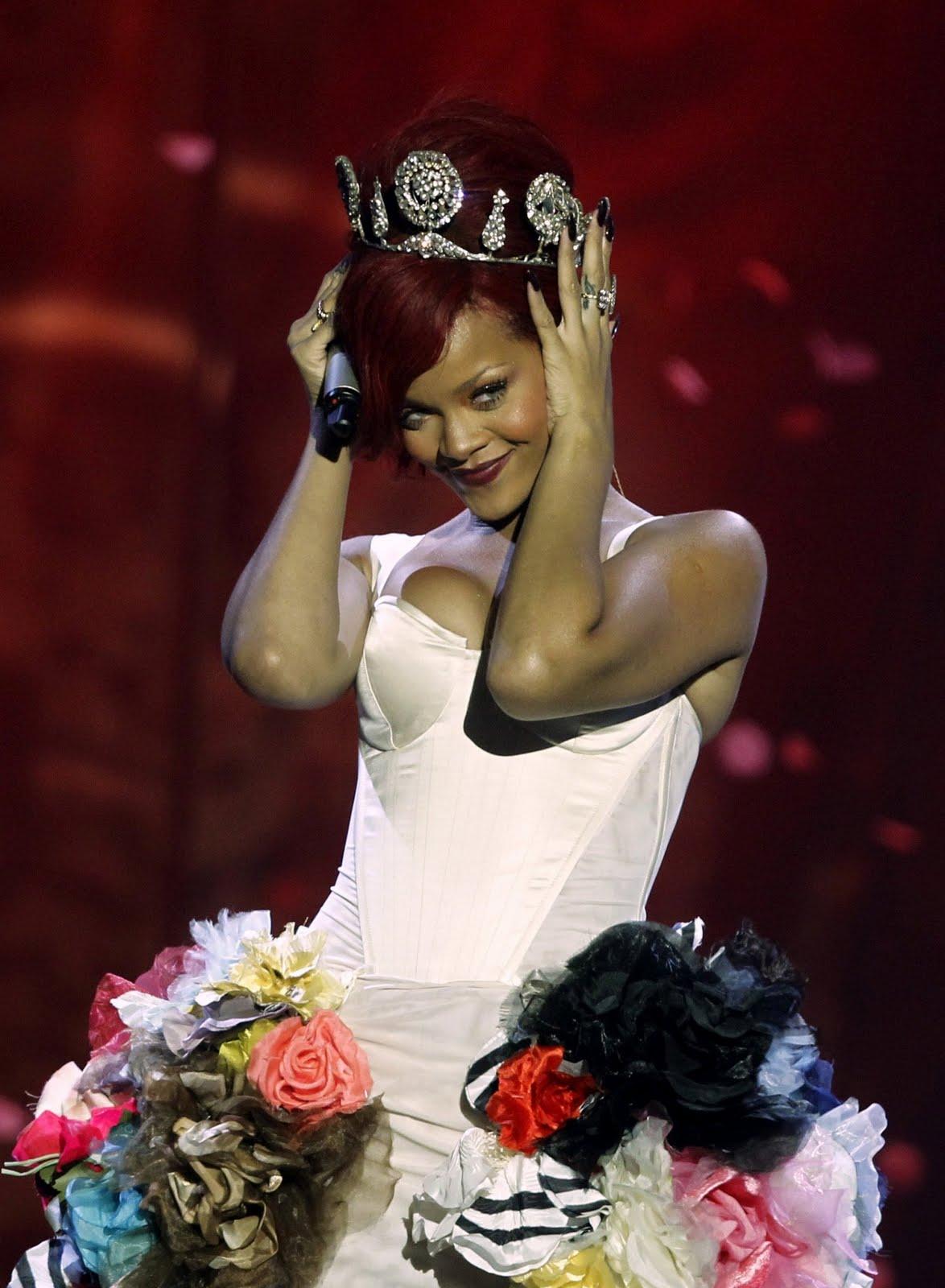 http://4.bp.blogspot.com/-JEhXhFLEHzw/TWJCo_sUiFI/AAAAAAAAAPo/kZacyLcNrTI/s1600/Rihanna%2B%25E2%2580%2593%2B2010%2BMTV%2BEurope%2BMusic%2BAwards-221.jpg