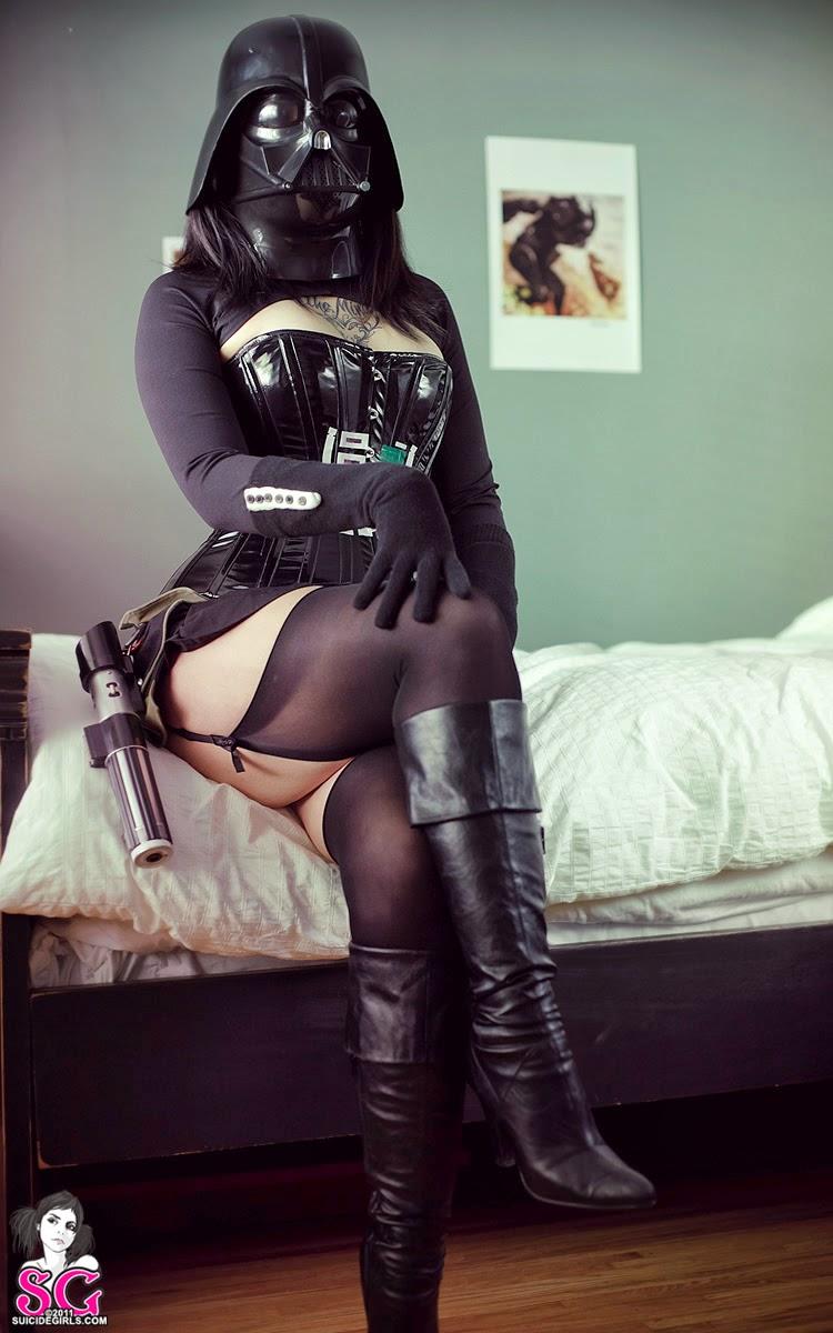 Cosplay Darth Vader sexy en bas par une suicide girl