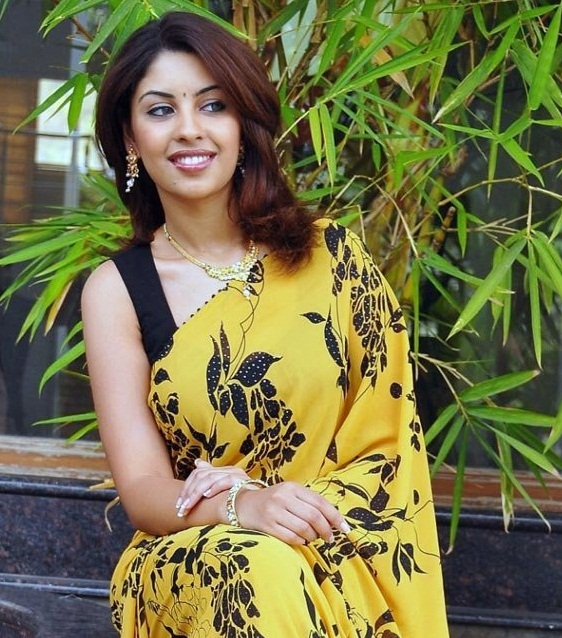richa gangopadhyay in saree glamour  images