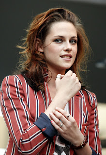 kristen stewart on the road, kristen stewart and rob pattinson, kristen stewart blonde, kristen stewart birthday, kristen stewart pictures, pictures of kristen stewart,