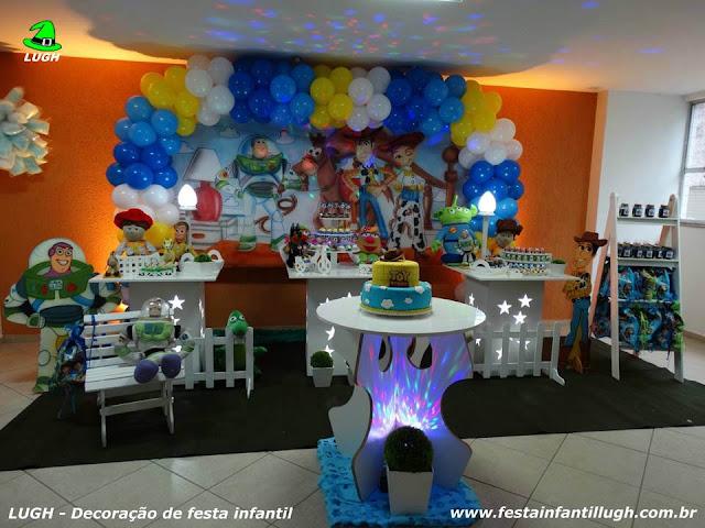 tema Toy Story para festa de aniversário infantil de meninos em decoração provençal - Barra Rj