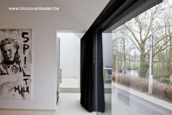 Vista del interior de la vivienda contrastes de blanco y negro
