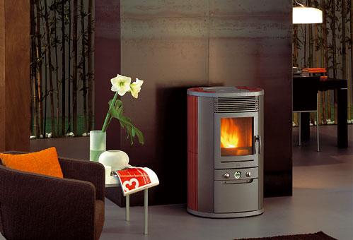 Arredamenti moderni riscaldarsi con una stufa a pellet con o senza camino - Stufe a pellet edilkamin catalogo ...