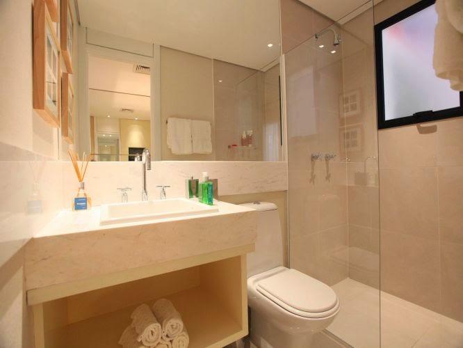 Soluções para apartamentos pequenos  Apê em Decoração -> Banheiro Decorado Com Prateleiras De Vidro