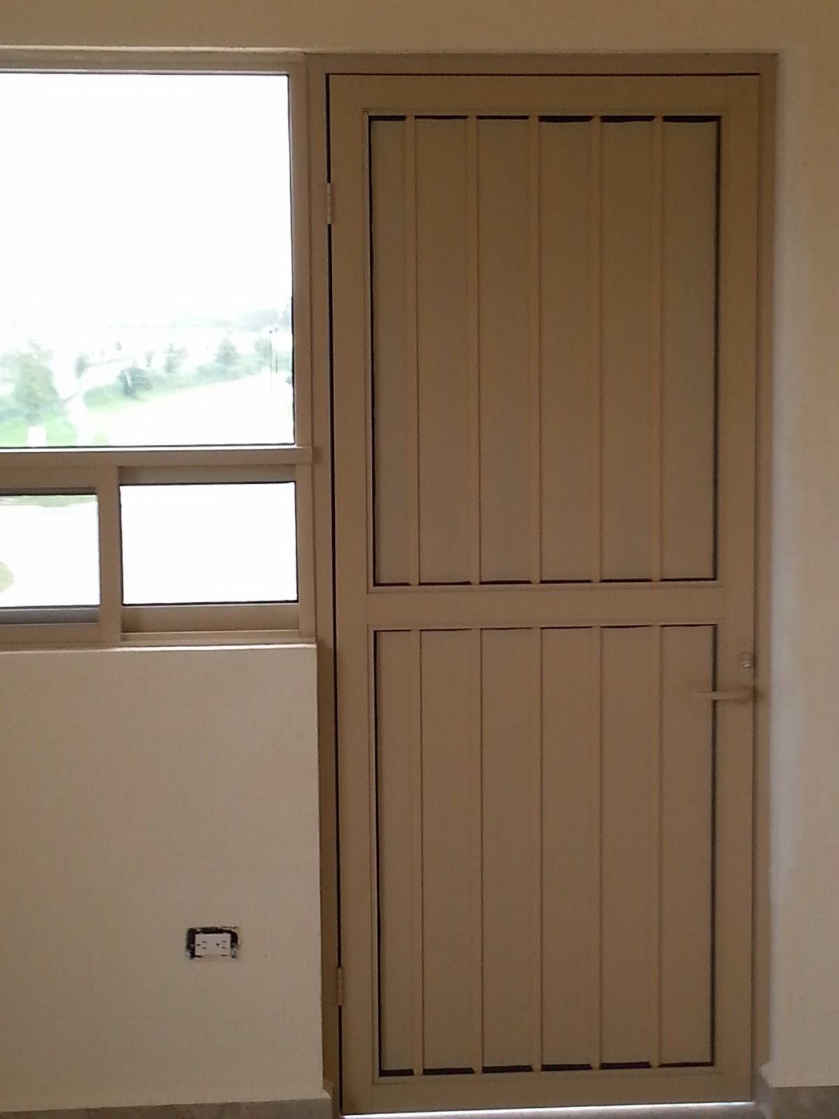 Persianas aluminio y vidrio puerta batiente para exterior for Persianas para banos
