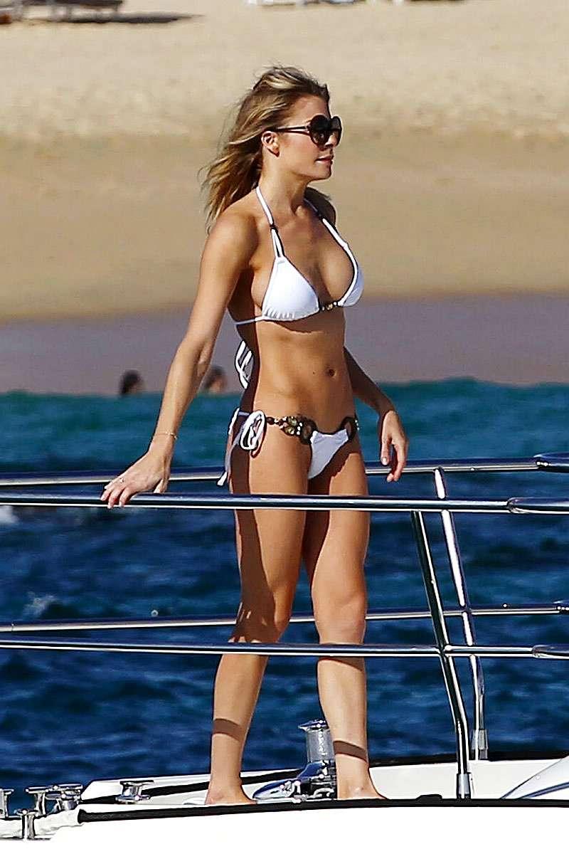 Free Celebrity Photos: Leann Rimes in bikini on the yacht