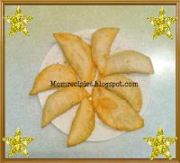 http://www.momrecipies.com/2009/10/karanji-kajjikayalu-diwali-special.html