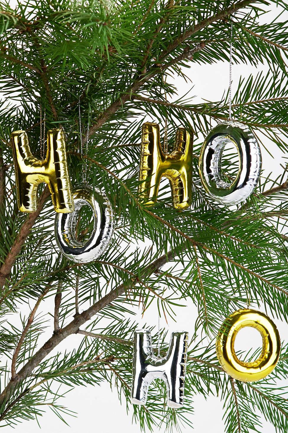 Skøre og sjove alternative julekugler formet som ballon bogstaver