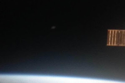 NASA Catches UFO Leaving Earth's Orbit 2015, UFO Sightings