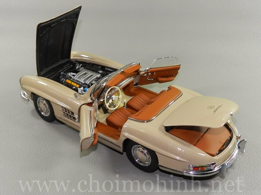 Mercedes-Benz 300 SL Roaster 1957 1:18 Minichamps door