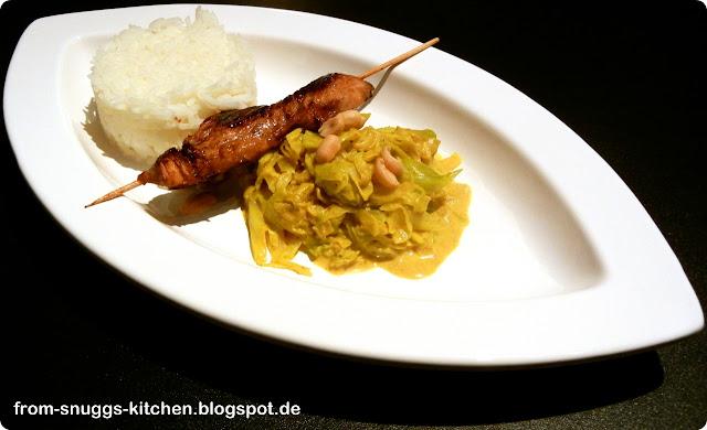 Curry-Spitzkohl mit Reis und Putenspieß