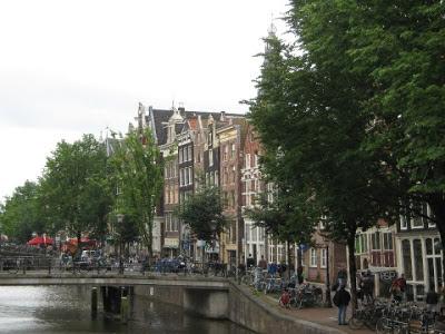 La ciudad de amsterdam. los canales de amsterdam.