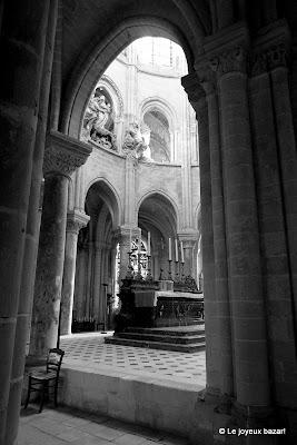 Senlis -cathédrale - choeur et autel
