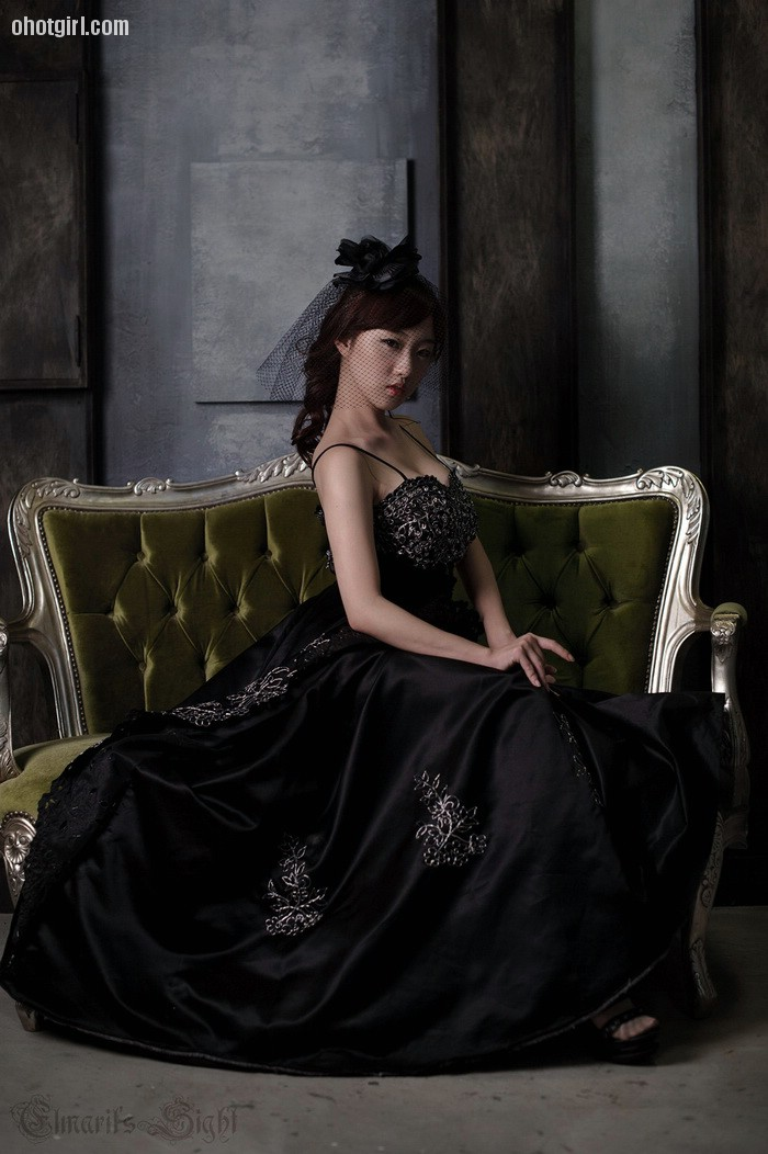So Yeon Yang - Black Wedding Dress