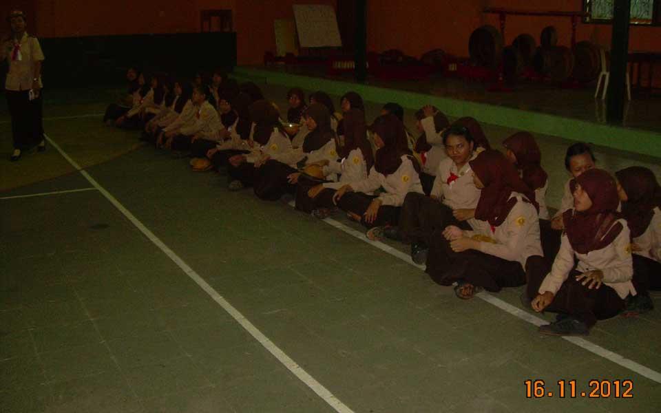 Pendaftaran Sangga Kautaman (Saman) putri dilaksanakan setelah kegiatan rutin hari Jum'at selesai