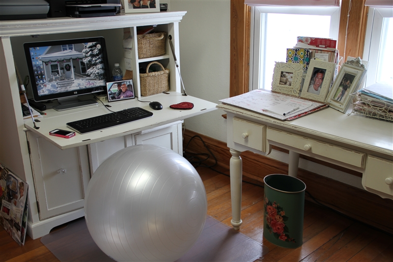 EXERCISE BALL INSTEAD OF NORMAL CHAIR – Sitting on Exercise Ball Instead of Chair