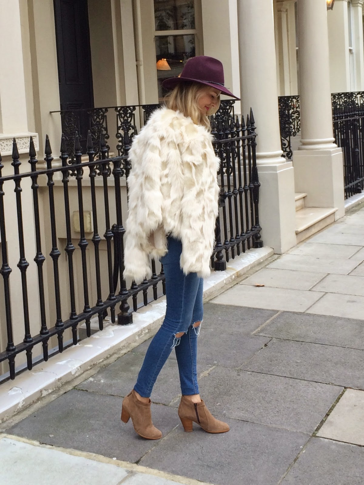 fashion blogger london, beige ankle boots, asos denim, asos jeans, asos busted kness jeans, reiss hat, autumn staples, herbst look