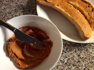 Kešu sýrová rajčatová pomazánka