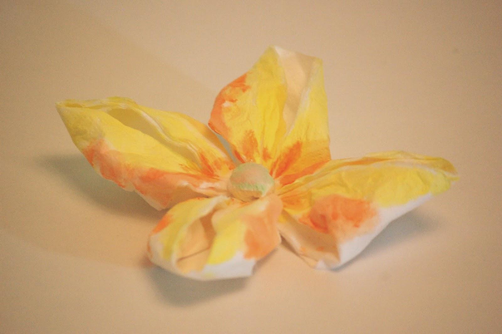 Flor de papel sencilla con papel