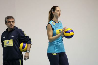 Volleyball Techniques For Beginner - Brazil coach Ze Roberto keeps his eye on Carol Gattaz during preparations for the FIVB World Grand Champions Cup