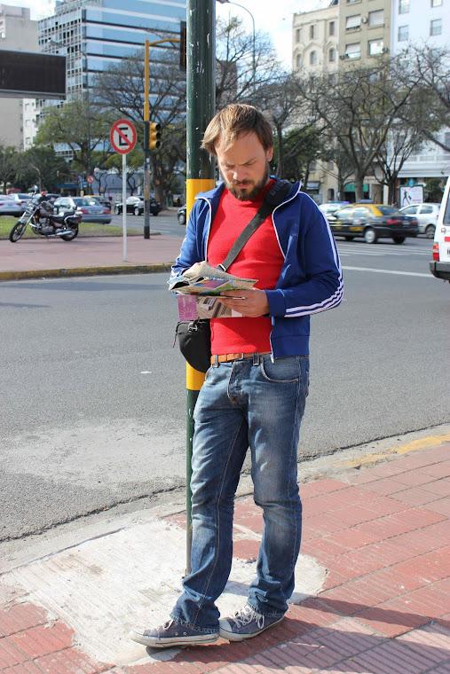 Andreas orienterer seg i storbyen