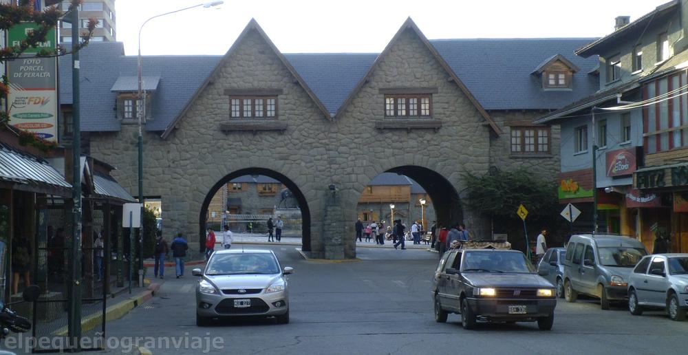 Arcos, plaza cívica, Bariloche