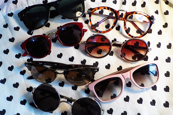 dfd961ece4e31 Adoro óculos nesse estilo wayfarer, é super fácil de combinar e muito  confortável. O pretinho é da marca JumpCustom, ganhei na época de parceria  com a ...