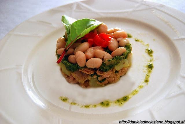 tonno, con patate, cannellini e pesto di lattughe orientali