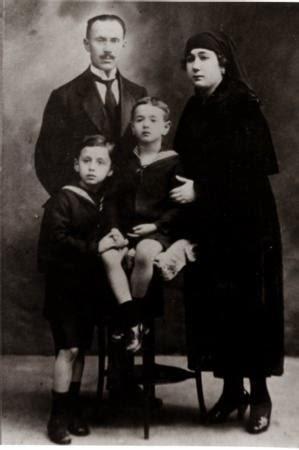 ORHAN VELİ KANIK ALBÜMÜNDEN... (13 NİSAN 1914- 14 KASIM 1950)