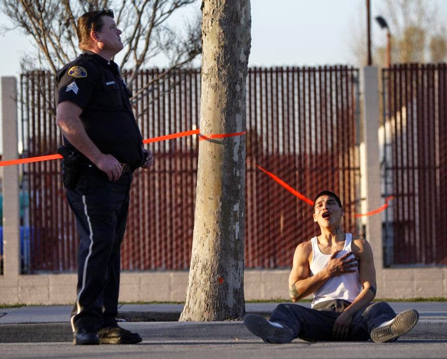 30 of the most powerful images ever - Young man just found out his brother was killed