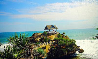 Pulau Jumino Layaknya Tanah lot Bali