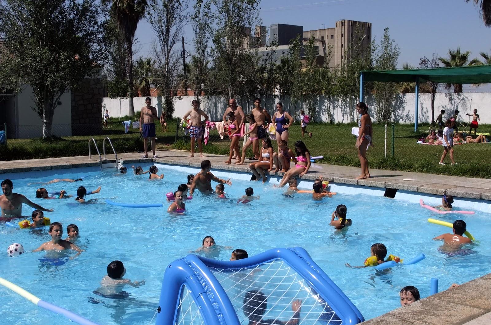 Apertura de la piscina municipal guadiana del caudillo for Piscina municipal