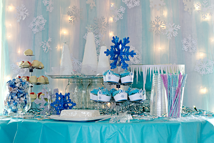 Disney Frozen® inspired birthday party decorations