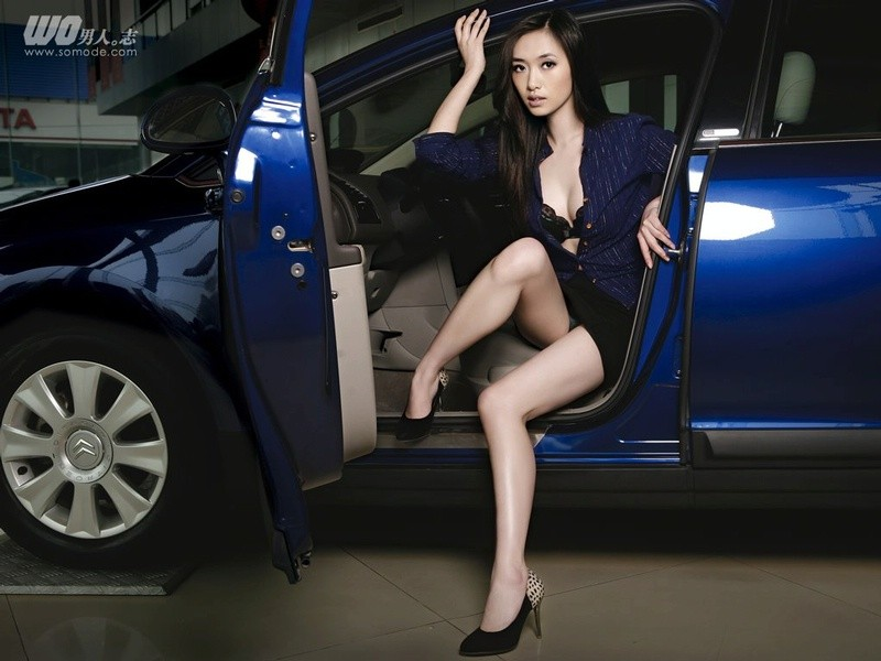Modern Cars 2011 Models In Auto Show Wallpapers