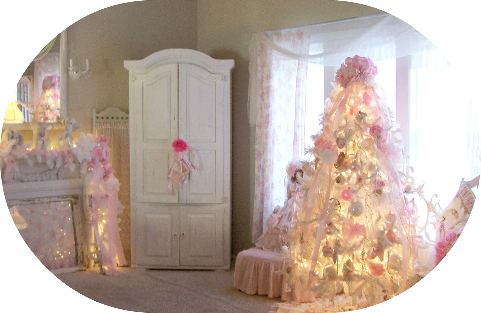 Olivia 39 s romantic home my shabby chic pink christmas home for Shabby chic christmas