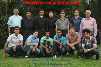 Participantes do Encontro Vocacional com alguns religiosos