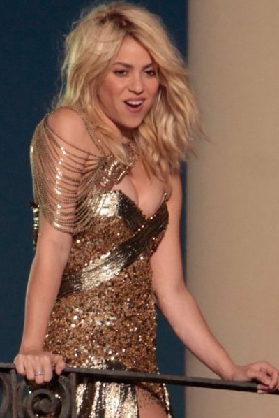 Shakira esconde barriga