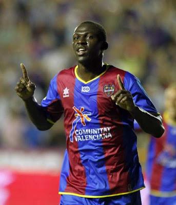 Arouna Koné celebra un gol con el Levante