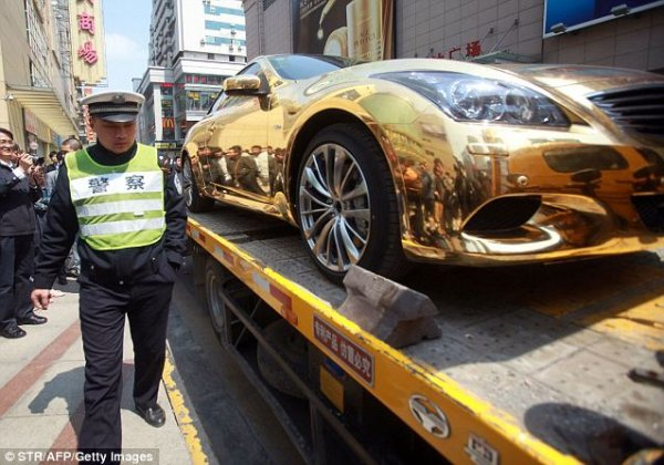 CARS PULSE: Sports car made up of pure gold
