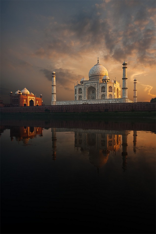One of the most attractive places to visit in India: Taj Mahal,Agra