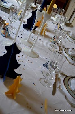 Table de Noël bleue blanche et dorée