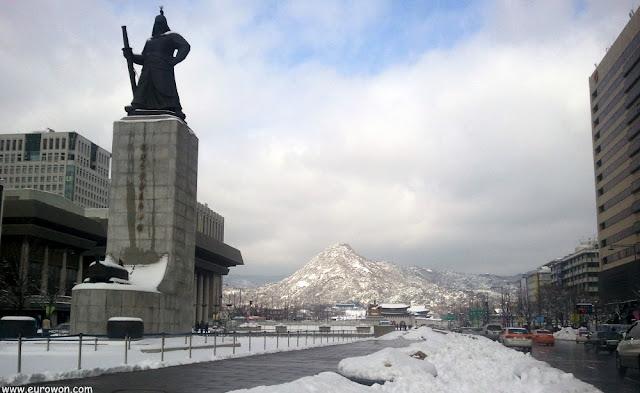 Estatua del Almirante Yi Sun-shin, en Seúl